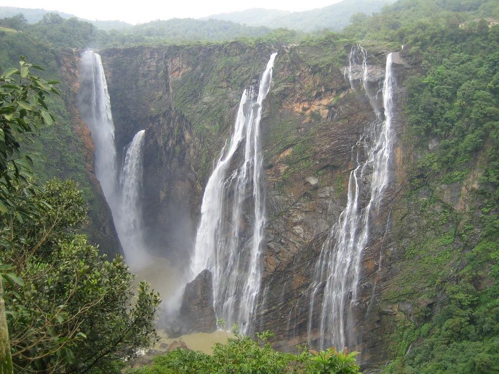 Pachmarhi-travel-waterfall-wallpaper